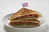 BLT-Sandwiches, getoastet, mit USA-Flagge
