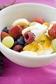 Fruchtmüsli mit Joghurt und Honig