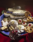 Weihnachtlicher Plätzchenteller mit Stollen