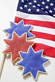 Drei Sternplätzchen auf USA-Flagge