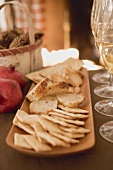 Crackers and white bread on platter (Christmas)