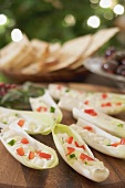 Chicory boats filled with soft cheese (Christmas)