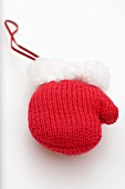 Red knitted mitten (tree ornament)