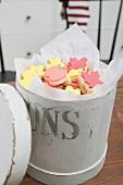 Autumn cookies in cookie tin (USA)