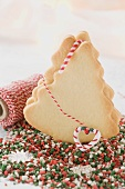 Fir tree biscuits, kitchen string and sweets