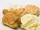 Backhähnchen mit Kartoffelpüree, Coleslaw und Scone