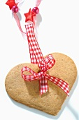 Heart-shaped gingerbread with checked ribbon