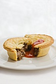 Meat Pie (Fleischpastetchen, Australien) mit Tomatensauce