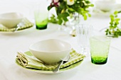 Place-settings with soup plates, floral decoration