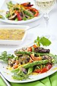 Spargelsalat mit Pilzen und Senf-Orangen-Dressing