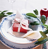 Place-setting with small parcel