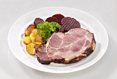 Kassler (smoked, salted pork) with fried potatoes & beetroot