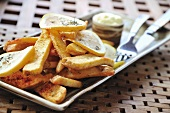Country potatoes with lemon slices