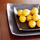 Several oranges on square plate