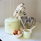 Food mixer, cookware, whisk and eggs