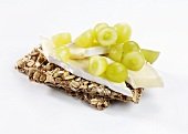 Brie and green grapes on wholegrain crispbread