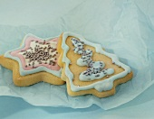 Christmas biscuits with icing and silver dragées