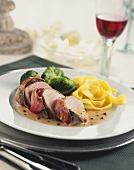 Bacon-wrapped pork fillet with pepper sauce & tagliatelle