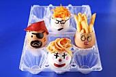 Verschiedene Snacks in bemalten Eiern für die Kinderparty