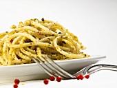 Spaghetti with pesto and pink peppercorns