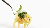Spaghetti with pesto on fork