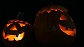 Beleuchtete Halloweenkürbisse