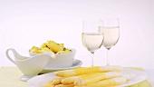 Weisswein, Kartoffeln & weisser Spargel mit Sauce Hollandaise