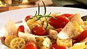 Rotelle mit Kirschtomaten und Parmesan