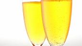 Zwei Gläser Champagner