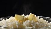 Reis mit Butterstücken