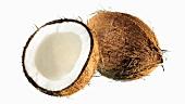 Kokosnüsse, ganz und halb