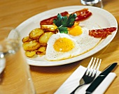 Fried potatoes, eggs and bacon
