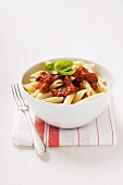Penne with tomato sauce and basil