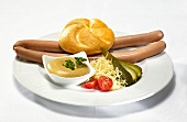 Frankfurters with bread roll and mustard