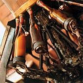 Bier wird in Bügelflaschen abgefüllt