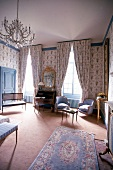 Luxorious suite with antique furniture in Chateau De Noirieux Hotel, Briollay, France