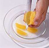 Desserts aus aller Welt, Oran- genfilets mit einem Messer lösen