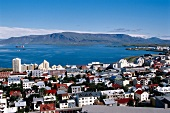 Blick über Reykjavik auf den Atlantik