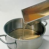 Fisch,  Step 3: Fischsülze zubereiten, Geleerest abgießen