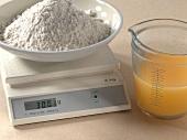 50 Kuchen, Küchenwaage m. Mehl u. Messbecher