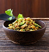Vegetable scrambled eggs with coriander and a brown bowl (India)