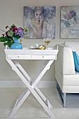 Beistelltisch, klappbar, weiß, Table tt abnehmbar, Blumenvase, Weinglas