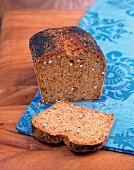 Vegetarisch, Meersaaten-Wurzel -Brot, Stück abgeschnitten