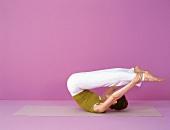 Pilates - Open Leg Rocker: Hände an Knöchel, Rollbewegung, Step 2