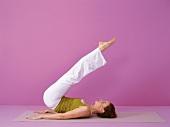 Pilates - Jack Knife: Rückenlage Rücken u. Beine abrollen, Step 5