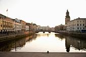 Altstadt von Göteborg, Hafenkanal, Brücke, Kirchturm