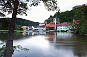 Kallmünz: mittelalterliches Dorf, Naab, Burgruine, malerisch