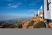 Los Angeles: Hollywood-Schriftzug, Berge, blauer Himmel