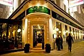 Wien: Restaurant Plachutta, aussen, abends, Menschen, Lichter