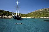 Türkei, Bodrum, Meer, Segelboot, Menschen baden, Himmel blau